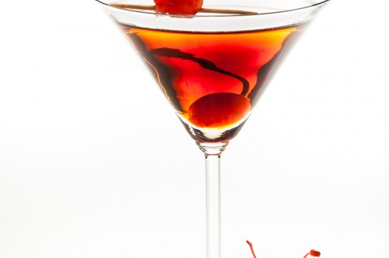 manhattan-cocktail-cherry
